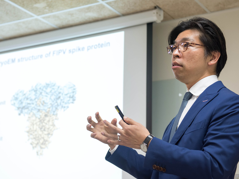 ACADEMIA SINICA | Through the looking glass of cryoEM unveils the unique molecular structure and camouflaging sugar coating of feline coronavirus surface spike protein